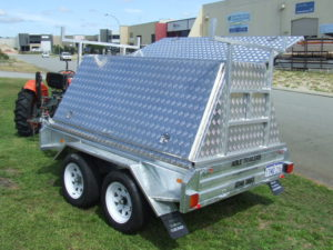 TRADIE TRAILER 8X5